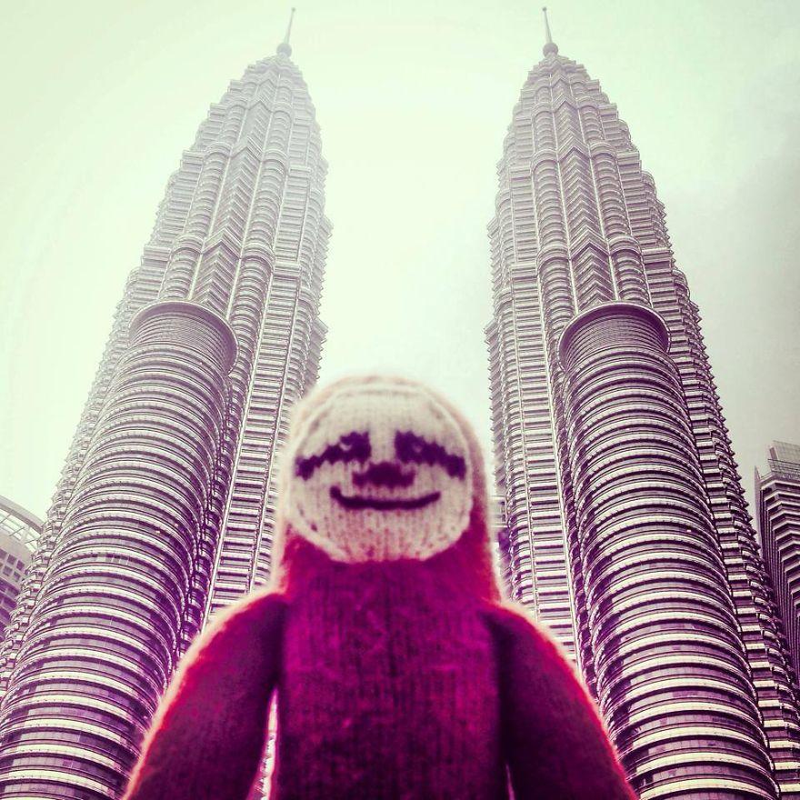 Meet-Super-Sloth-The-Worlds-Most-Famous-Woolen-Traveler-1__880