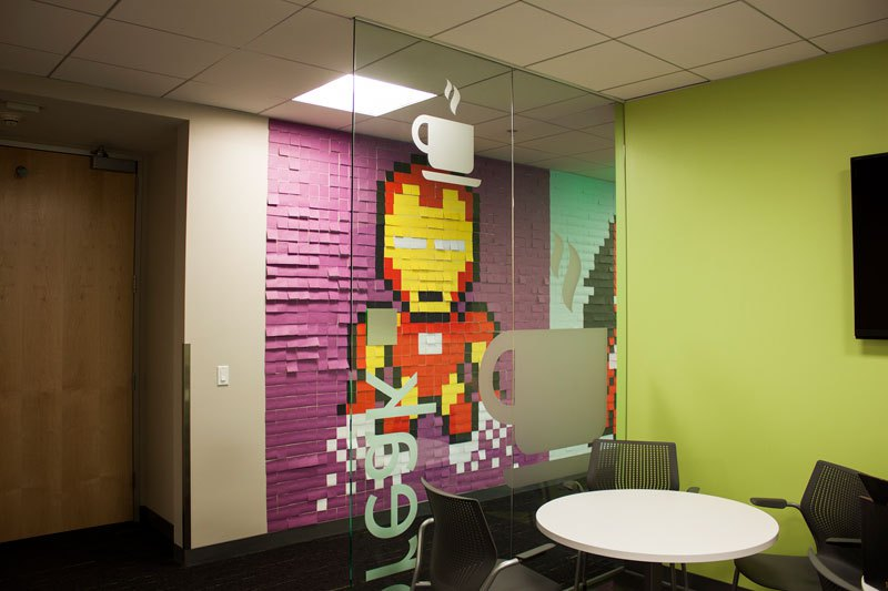 employee-uses-post-its-to-turn-drab-office-walls-into-giant-superhero-murals-18