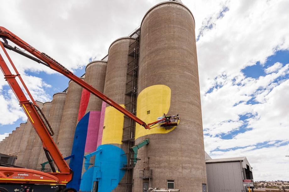 western-australia-grain-silos-get-a-face-lift-8-hq-photos-4
