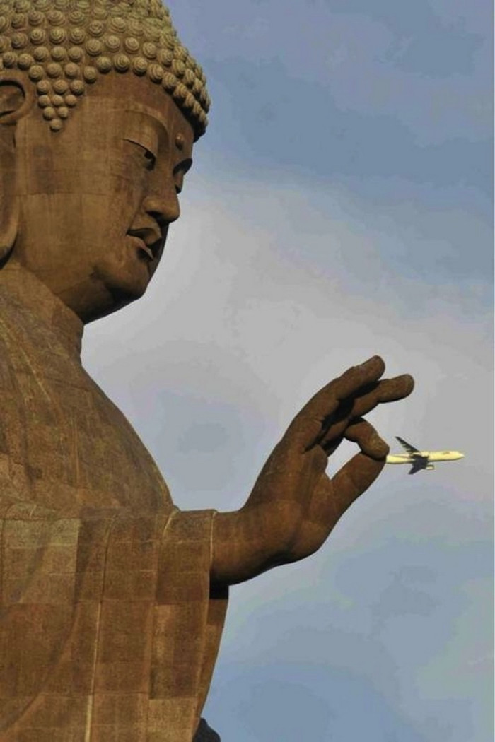 a_statue_of_Buddha_captures_a_commercial_airlines_by_its_tail-700x1050