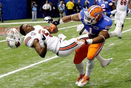 nicely_timed_sports_photos_american_football_hit_to_the_face