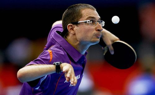 nicely_timed_sports_photos_ping_pong_player_watching_the_ball