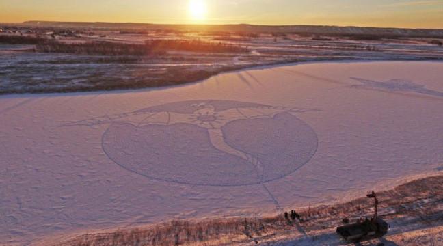 Чоловік створив дракона просто зі слідів на снігу
