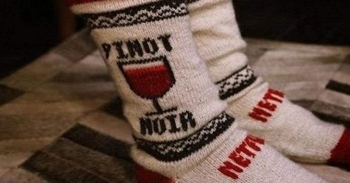 Ці диво-шкарпетки вимкнуть телевізор, якщо ви заснете