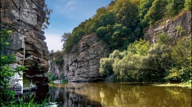 5 неймовірно гарних каньйонів України