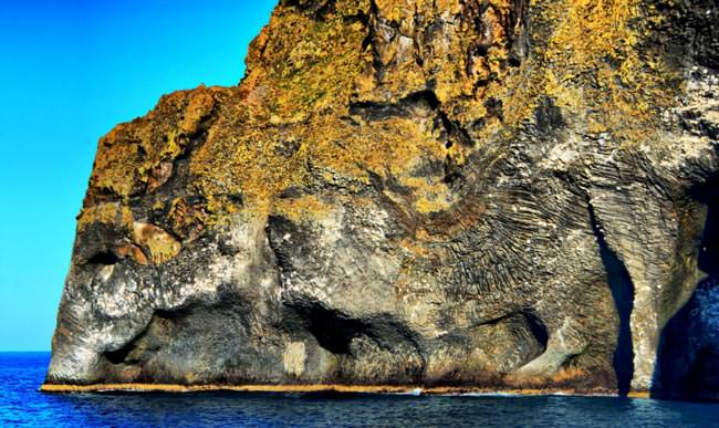 Here's-a-cliff-in-Iceland-that-looks-like-an-elephant31
