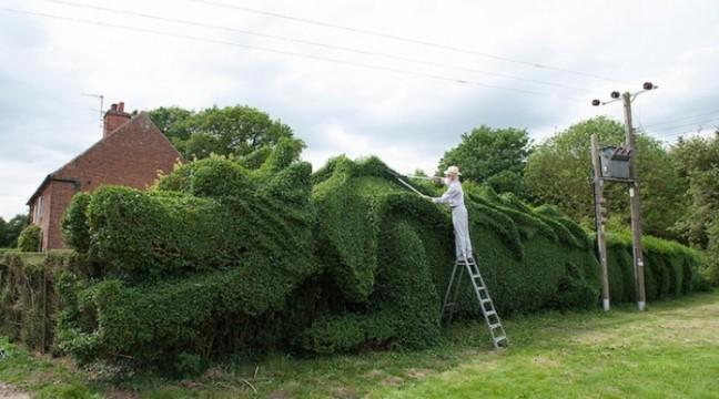 Джон Брукер витратив 15 років, щоб створити цього гігантського дракона