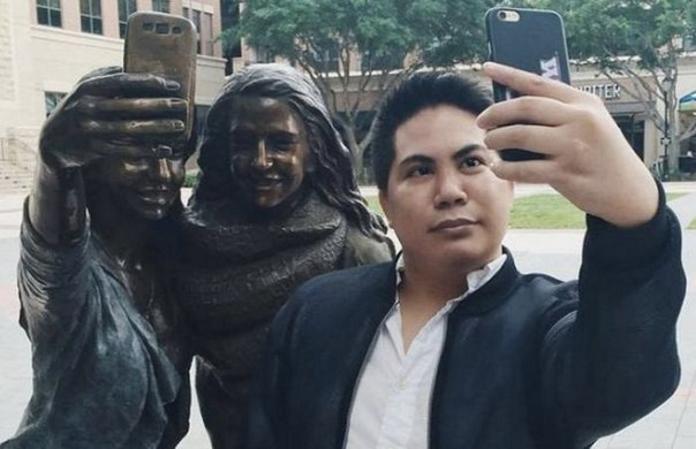 У Техасі встановили пам'ятник селфі