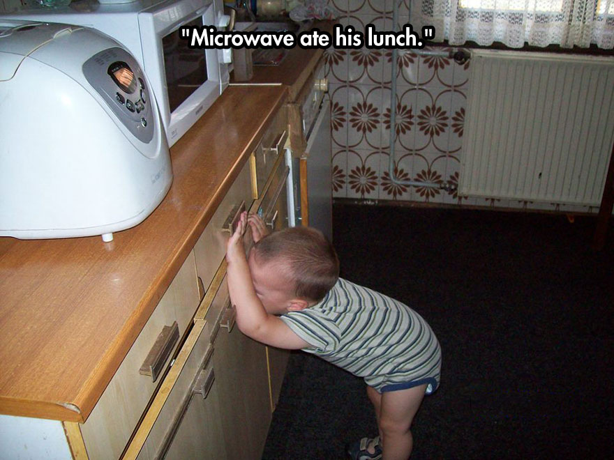 funny-baby-crying-microwave-kitchen
