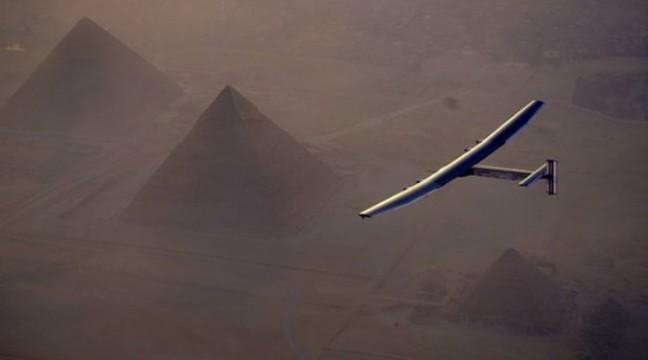 У Абу-Дабі приземлився літак, який пролетів навколо світу…без єдиної краплі пального