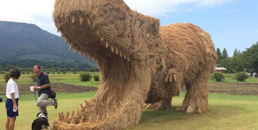 Artist-reuses-discarded-straw-to-make-amazing-dinosaur-sculptures14-830x419