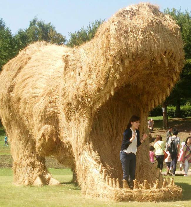 Artist-reuses-discarded-straw-to-make-amazing-dinosaur-sculptures2