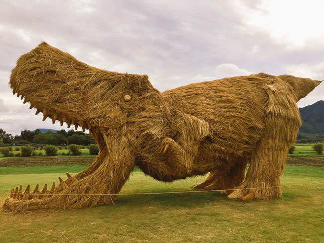 Artist-reuses-discarded-straw-to-make-amazing-dinosaur-sculptures8