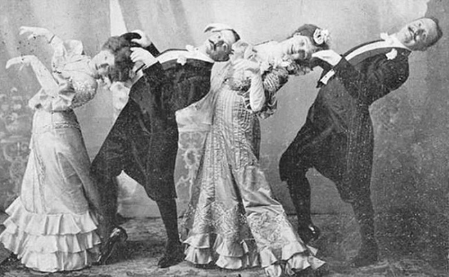 10408215-funny-victorian-era-photos-silly-vintage-photography-39-575164af3332e__7001-650-8877375d9c-1470662072