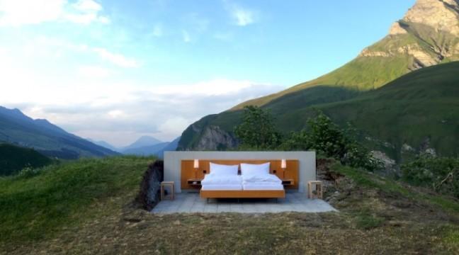 У Швейцарії відкрили перший готель без стін і стелі
