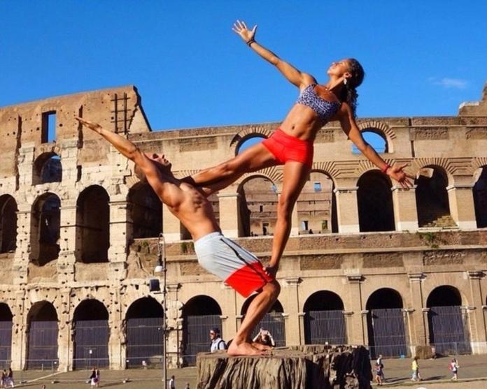 Інструктори з йоги поїхали у подорож і повернулися з колекцією цих крутих фотографій