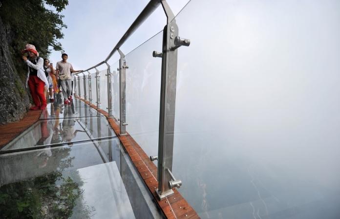 У Китаї відкрили нову оглядову площадку. Точно не для слабодухих!