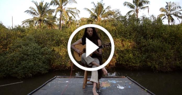 Те, що він робить з гітарою – просто неймовірно. Музикант від Бога!
