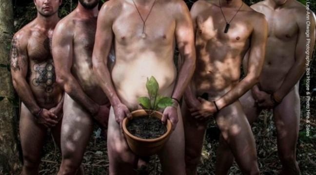 У Південній Африці голі чоловіки вирішили допомогти природі