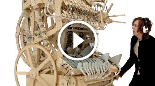 Marble Machine – незвичний музичний інструмент, який працює завдяки 2000 кульок