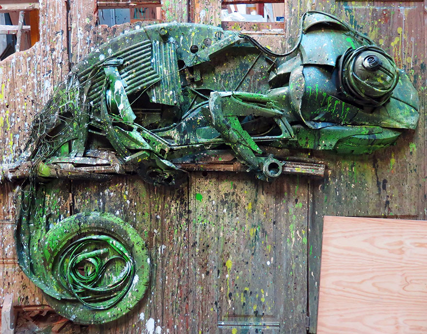 trash-animal-sculpture-artur-bordalo-15-57ea1bc755e61__880