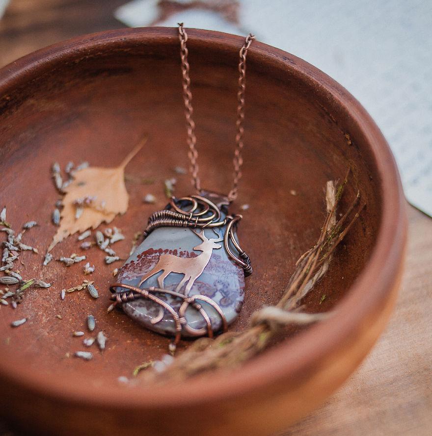 ursulajewelry_pendant_deer_01-57e514fa5d8b9__880