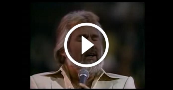 """Дуже чуттєве виконання пісні """"Lady"""" від Kenny Rogers"""