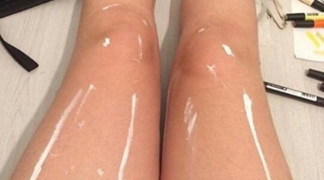 Чим вимазали ноги – фарбою чи олією?