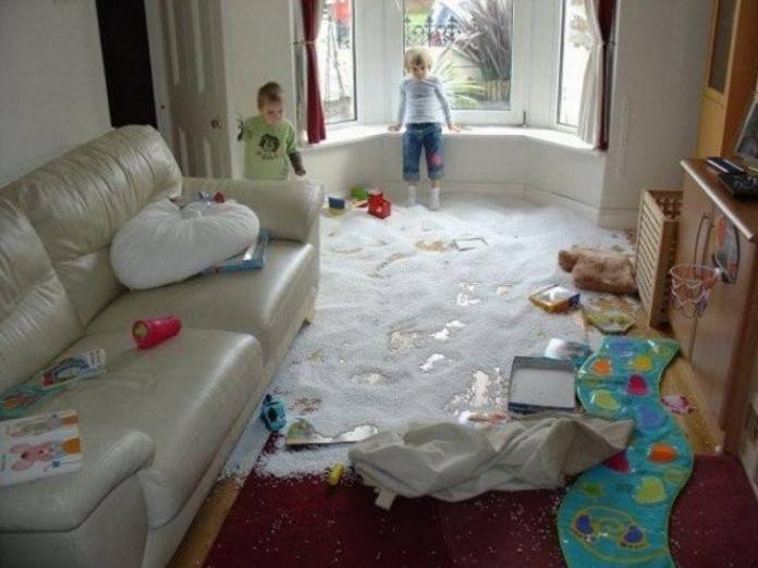 10 фото дітей, яких на секунду залишили в кімнаті одних