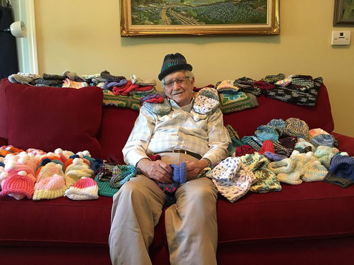 86-year-old-man-knit-tiny-hats-for-premature-babies-ed-moseley-1
