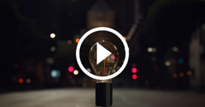 Компанія Apple зняла новий ролик, у якому згадала усі великі винаходи людства