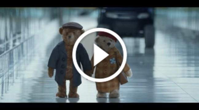 Аеропорт Хітроу зняв різдвяний ролик про подорож літньої пари ведмедиків
