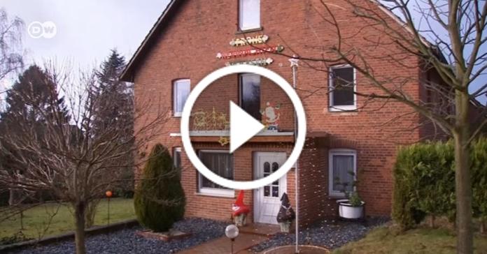 Фанат року. Німець встановив вдома більше 100 новорічних ялинок
