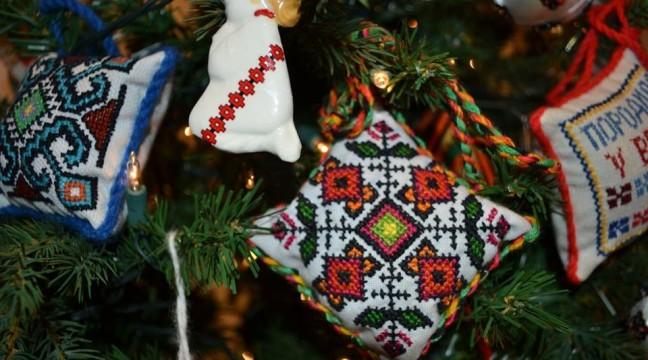 Український Національний Музей в Чикаго прикрасили вишиваною ялинкою