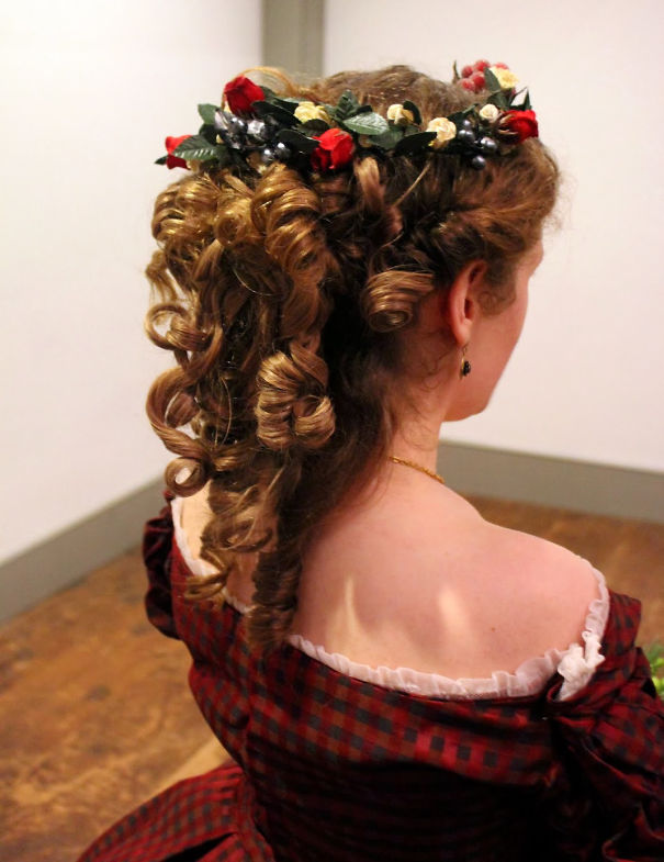 creative-christmas-hairstyles-25-58468cf54bd27__605