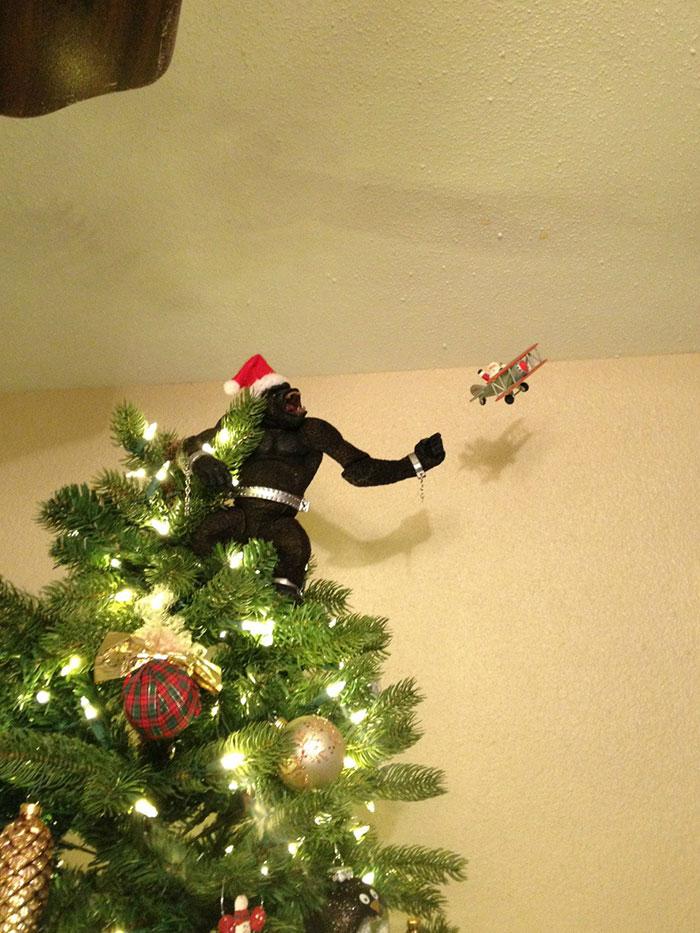 creative-christmas-tree-toppers-57-58480ea4932c2__700