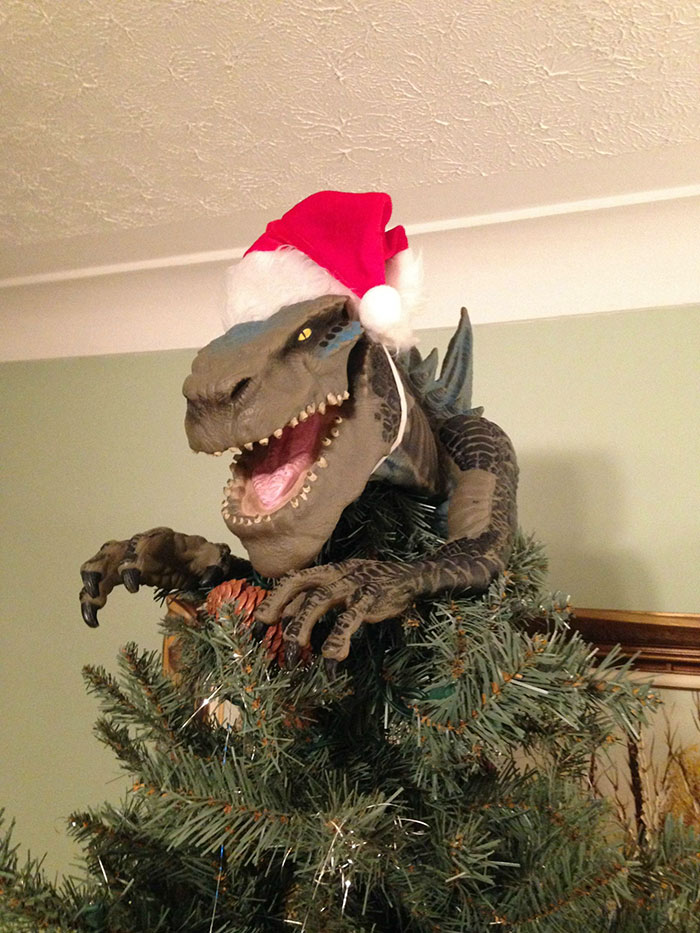 creative-christmas-tree-toppers-59-58481087467ca__700