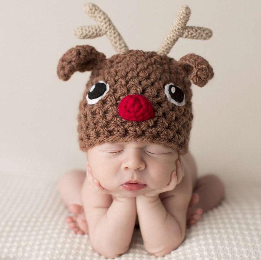 newborn-babies-christmas-photoshoot-knit-crochet-outfits-58-584e641317032__880