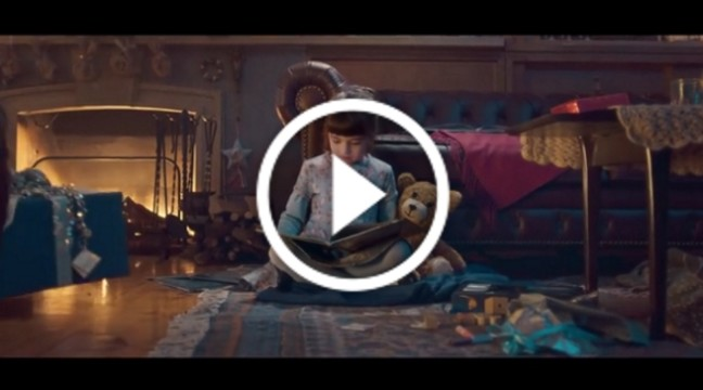 Зворушливий різдвяний ролик про дівчинку та її іграшкового ведмедика