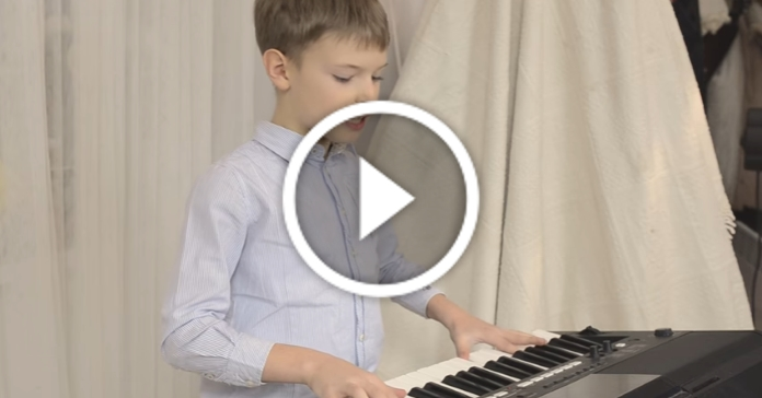 8-річний хлопчик з Франківська написав власну колядку