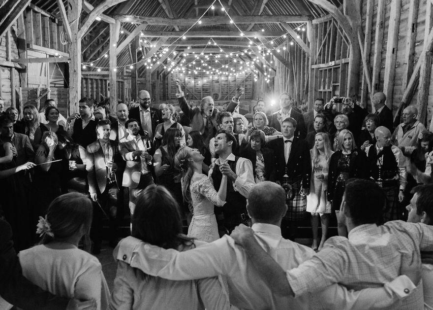 top-50-wedding-photos-of-2016-586bd23ec9158__880