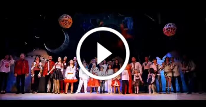 Найвідоміша українська колядка у виконанні Різдвяного хору українських артистів