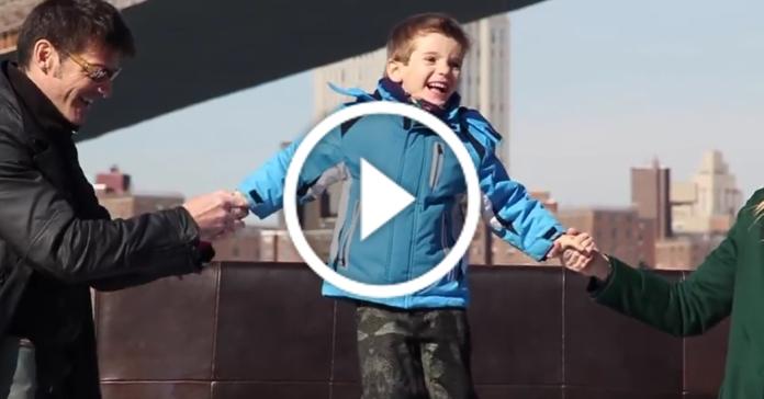 Миле відео про те, як мало нам треба для щастя
