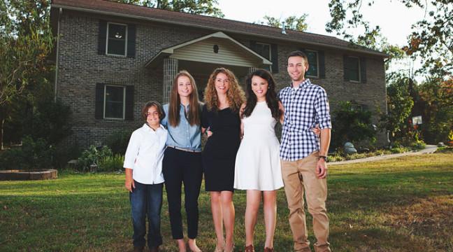 Мама чотирьох дітей власноруч побудувала дім, користуючись відео-інструкціями з YouTube