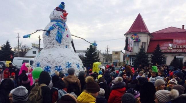 Новий рекорд! У Подольську зліпили найбільшого сніговика в Україні