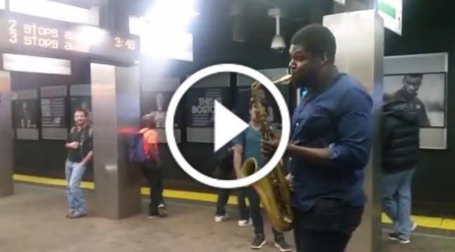 Несподівано! Американський саксофоніст виконав у Бостонському метро Гімн України