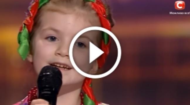 """5-річна дівчинка підкорила шоу """"Україна має талант"""", переспівавши Ніну Матвієнко"""