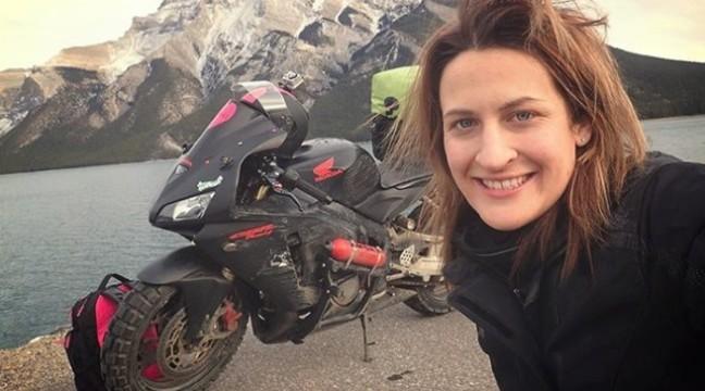 Дівчина відправилася в подорож на мотоциклі після того, як бойфренд назвав мотоцикл «занадто небезпечним» для неї