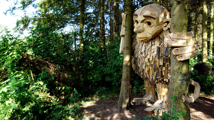 I-am-creating-hidden-giants-in-the-beautiful-wilderness-of-Copenhagen-5902f2cb432be__880