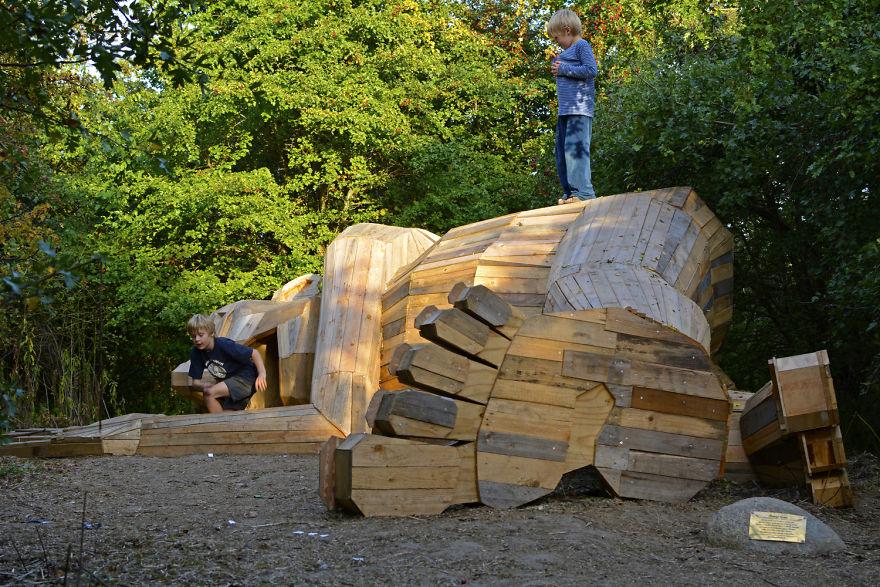 I-am-creating-hidden-giants-in-the-beautiful-wilderness-of-Copenhagen-5902f2cfb2750__880